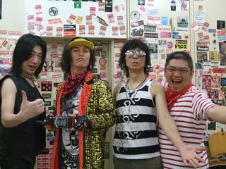 楽屋にてVHJ.JPG